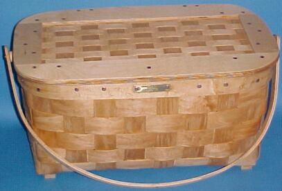 The Basket Man - Picnic Basket with Matted Lid & Wooden Handle